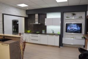 kuchyňská linka bílý lesk